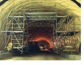 Mozgatható Allround munkaállvány a németországi Rennsteig alagútban