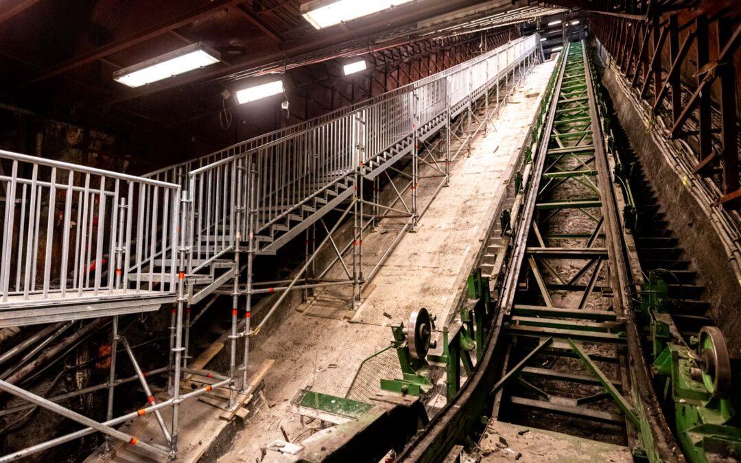 Az M3-as metró felújítása Layher lépcsők segítségével