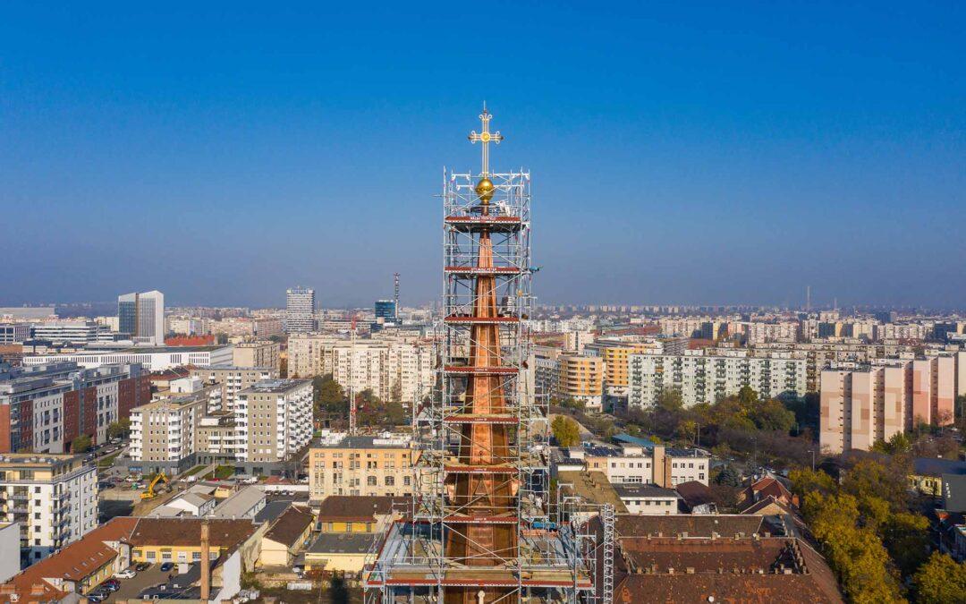 75 méter magas templomtorony rekonstrukciója Layher állványokkal