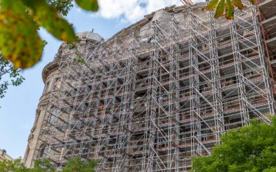 Többfunkciós állványzat a belvárosi épület rekonstrukciójához